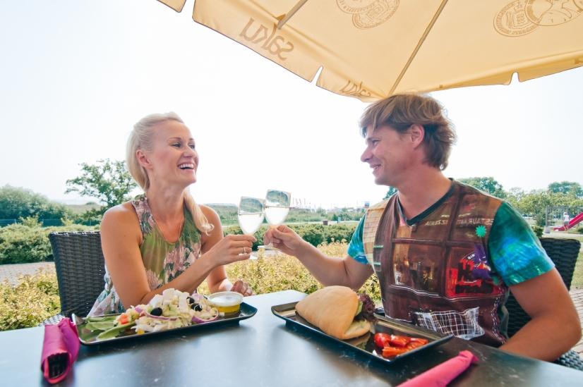 Terrassi kohvik on avatud suvekuudel iga ilusa ilmaga Tervise Paradiisi siseõuel