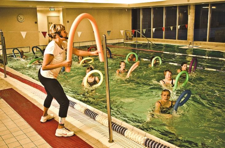 The swimming pool has a 25-meters long pool