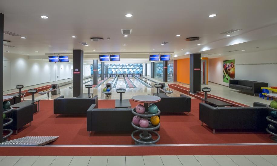 På Tervise Paradiis' källarvåning väntar vår 6-banors bowlinghall.