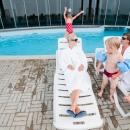 Välibasseini terrassil saab lustimisest puhata lamamistoolidel