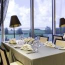 Kaunis sisekujundus ja merevaade a la carte restoranis