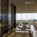 Buffet restoranis on 150-kohta. Toidukõrvaseks on võimalik nautida lummavat merevaadet