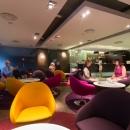 Tervise Paradiisi hotelli fuajees on 24 tundi ja 7 päeva nädalas avatud Lobby baar