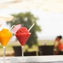 Terrassi kohviku menüüs on külmad ja karastavad joogid kuumadeks suvepäevadeks ja maitsvad toidud kiireks kõhutäieks